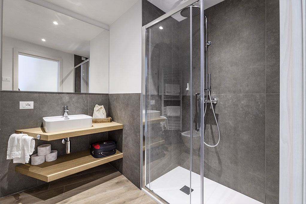 appartamento Suite Solei Plus, Bagno con doccia e phon