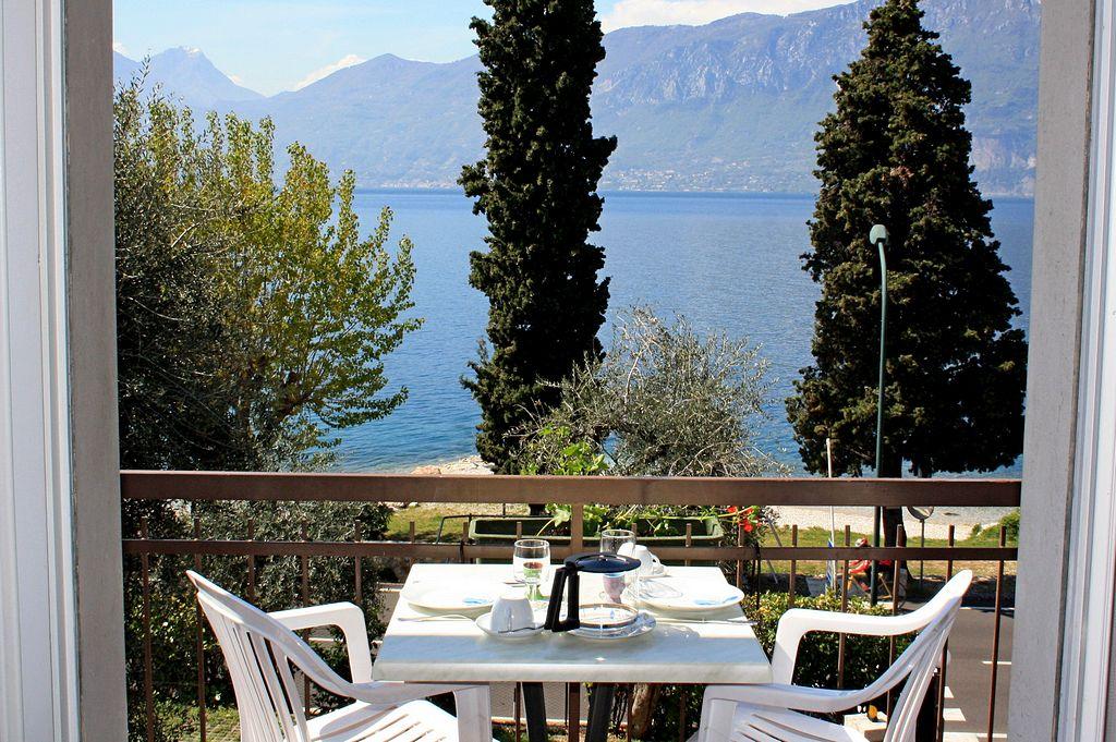 Balconi vista lago a Castelletto di Brenzone