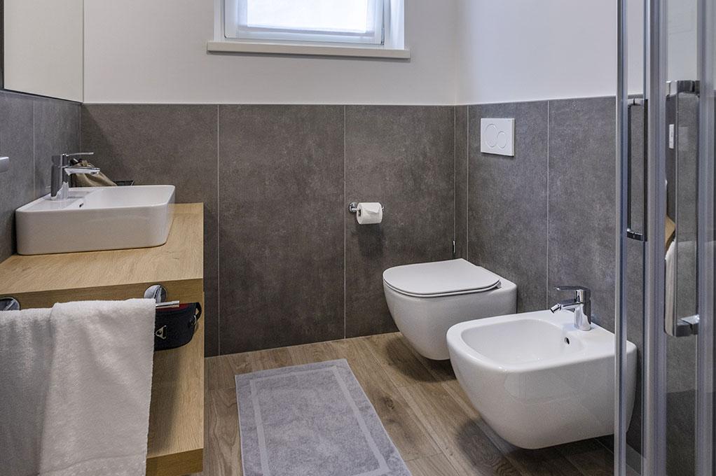 appartamento Monolocale residence Solei Plus bagno con doccia