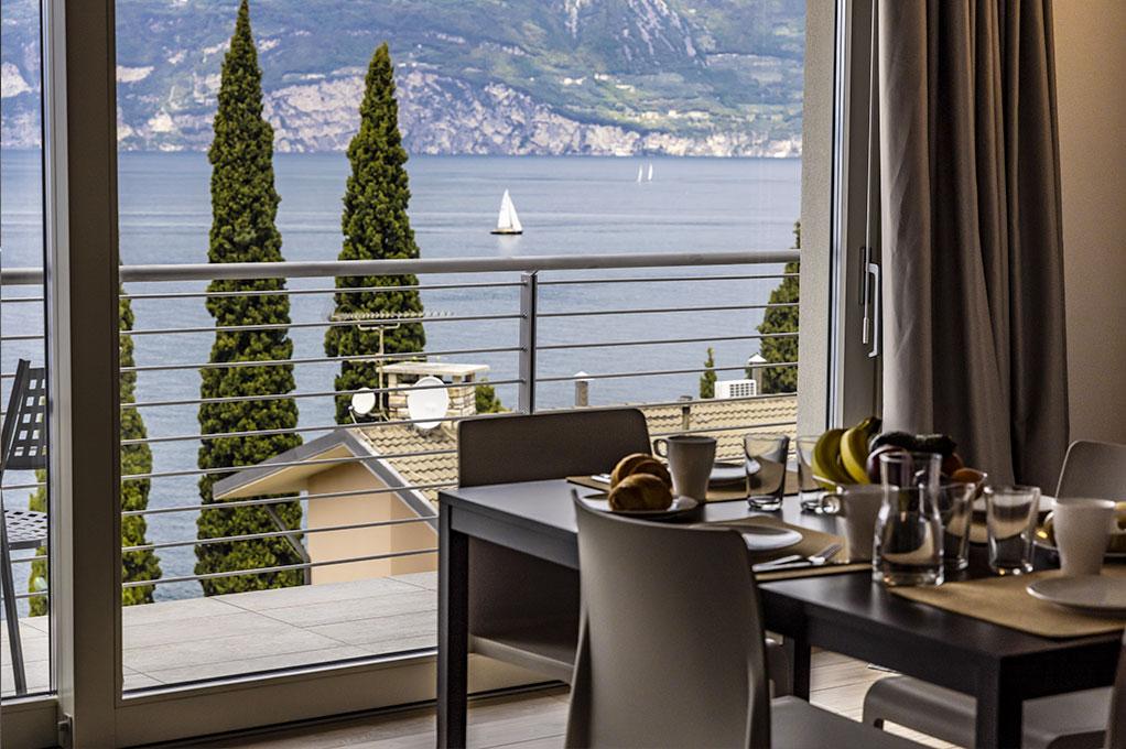 appartamento Monolocale residence Solei Plus terrazzo vista lago